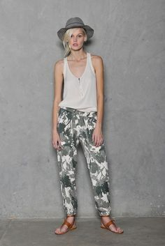 Gwen Stefani Launches New Line That Looks to Replace Jeans in Your Closet http://chicrenegade.com/fashion-style/gwen-stefani-launches-new-line-looks-replace-jeans-closet/