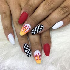 Semi-permanent varnish, false nails, patches: which manicure to choose? - My Nails Checkered Nails, Fire Nails, Coffin Shape Nails, Best Acrylic Nails, Dream Nails, Nagel Gel, Birthday Nails, Creative Nails, Halloween Nails
