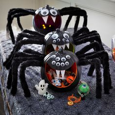 These easy DIY pumpkin spiders serve up treats for Halloween