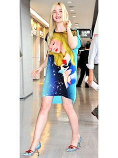"""祝来日! エル・ファニングの""""オーロラ姫""""ドレスに視線集中"""
