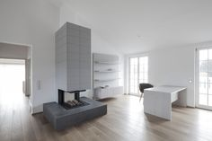 Penthouse V is a holiday home for a family of seven in Pörtschach, Austria. The Austria based studio destilat positioned the penthouse in the roof. White Wall Paint, Wall Paint Colors, White Walls, Spacious Living Room, Living Spaces, Interior Design Awards 2018, Modern Interior, Interior Architecture, Interior Ideas