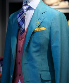 landerurquijo:  Pastel Suits Collection, In this case, pink or yellow colors working well together /ColecciónTrajes Pastel, los colores rosa o amarillo combinan muy bien.