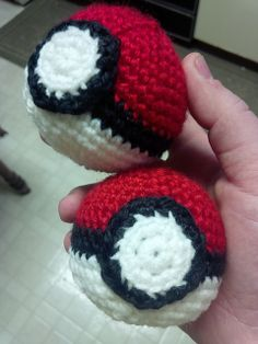 Pokeball - Free Amigurumi Pattern http://yarnplanet.tumblr.com/post/68883206688/hello-everyone-as-i-mentioned-when-i-posted-about
