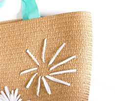 DIY Raffia Embroidered Tote   click through for the full tutorial! Embroidered Bag, Embroidered Flowers, Floral Embroidery, Crochet Tote, Beautiful Handbags, Summer Bags, Straw Bag, Reusable Tote Bags, Retro
