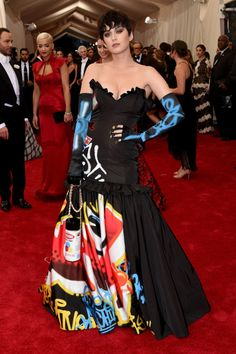 Met gala 2015 - Katy Perry and her street art style dress