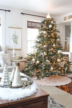 50 Beautiful New Ways to Decorate Your Christmas Tree, Looking for decorating ideas for your christmas tree? Here are the 50 Beautiful New Ways to Decorate Your Christmas Tree. Who says your holiday color. Fir Christmas Tree, Christmas Tree Pictures, Christmas Home, Christmas Holidays, Christmas Decorations, Christmas Ornaments, Holiday Decor, Fir Tree, Christmas Colors