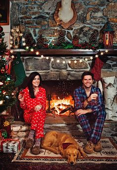 Christmas photo ideas with pets - 31 very merry christmas photo ideas for couples Funny Christmas Pictures, Merry Christmas Photos, Christmas Couple, Very Merry Christmas, Christmas Photo Cards, Outdoor Christmas, Christmas Humor, Winter Christmas, Christmas Ideas