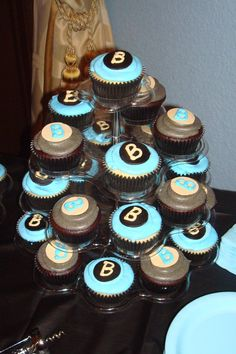 Boys baby shower cupcakes.