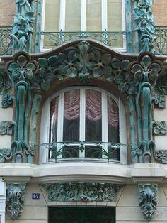 14 rue d'Abbeville (1901), Paris Xe   Architectes Alexandre et Edouard Autant.   Céramiques Alexandre Bigot