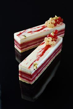 Opera aux framboises cake with raspberry and lime by Hideki Kawamura - Pastry Recipes in So Good Magazine Pastry Recipes, Gourmet Recipes, Cake Recipes, Dessert Recipes, Zumbo Recipes, Gourmet Foods, Healthy Desserts, Cupcakes, Cupcake Cakes