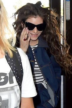 Lorde wearing Maria Francesca Pepe Articulated Heart Ring