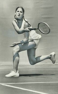 Queen of the courts Chris Evert of United States Wimbledon champion demonstrates her forehand in win over Kazuko sawamatsu in Canadian Open. Mary Joe Fernandez, Tennis Clubs, Golf Clubs, Wta Tennis, Sport Tennis, Wimbledon Champions, Lawn Tennis, Tennis Gear, Tennis Players Female