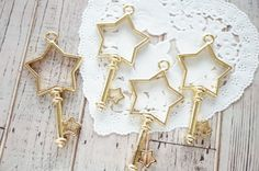2 pcs Open Bezel Key Charm for Resin  (26mm53mm) Star with star AZ526 by Candydecoholic on Etsy