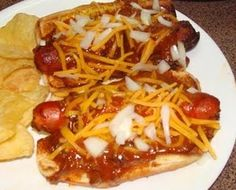 Bandito dogs from the Prairie Cottage = Hot dogs cooked in the Crock Pot along with the chili and Ve Crockpot Dishes, Crock Pot Cooking, Easy Cooking, Slow Cooker Recipes, Crockpot Recipes, Pork Recipes, Hot Dog Recipes, Yummy Recipes