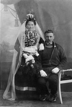 Samisk brudepar. Sami bride with crown and groom,