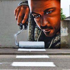 Esse incrível desenho que foi visto em uma cidade na Itália mostra como a arte urbana pode dialogar de maneira inteligente com as sinalizações da cidade.