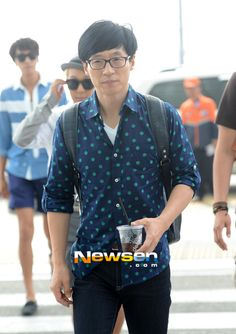Yu Jaeseok (유재석) Asian Men Fashion, Korean Street Fashion, Mens Fashion, Yoo Jae Suk, Running Man, Korean Model, Korean Actors, Hot Guys, Men Casual