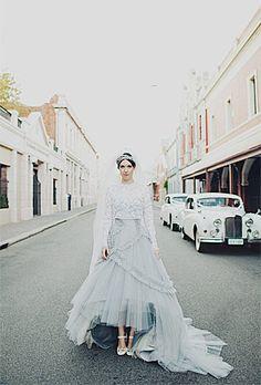 Precioso vestido de #novia en azul / Gorgeous blue #wedding dress. Gorgeous shade of blue.