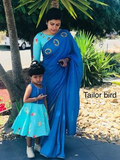 Mother daughter matching outfits ideas for wedding season - Indian Fashion Ideas Mom Daughter Matching Outfits, Mommy Daughter Dresses, Mom And Baby Dresses, Mom And Baby Outfits, Mother Daughter Fashion, Twin Outfits, Dresses Kids Girl, Mother Daughters, Kids Dress Wear