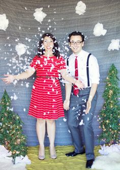 DIY holiday photo backdrop for photobooth or pictures