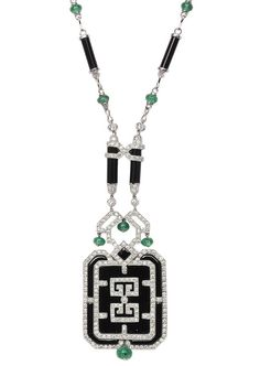 A diamond emerald necklace with black agate in 18 kt. white gold. Necklace with alternating agate chains and emerald cabochons, concluding with an agate pendant decorated with geometrical diamond trimming und  emerald cabochons. In total 242 small round cut diam. c. 1,70 ct. H-J.vvsi-si. Also decorated with 16 small emerald cabochons in cushion shape of in total c.