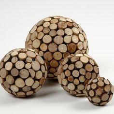 Boules en polystyrène et disques en bois