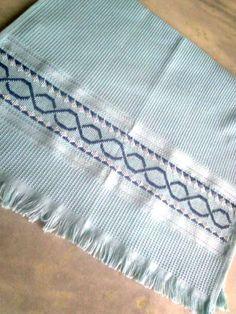 Panos de prato bordados em ponto reto, 100% algodão. Varias cores e bordados. Aceito encomendas.