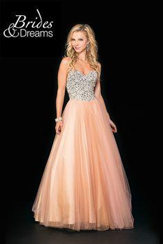 sencillamente... elegante!! con este hermoso vestido cautivaras miradas, encuentralo en Brides and Dreams solo en Portal de Bodas Guatemala