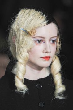 Meadham Kirchhoff Fall 2011 - Details  looks like what ever happened to baby jane