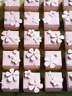 La cerimonia nuziale favorisce LOVE | colorato, bello, favoloso favore ispirazione | All Hail Rebecca Thuss | Il Knotty Sposa ™ Blog matrimonio + Wedding Guida fornitore