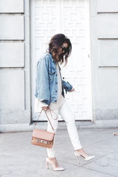 Blogger Style | Sara Escudero (Collage Vintage): boyfriend denim jacket x light beige knit x white skinny jeans x white heels x nude proenza shouler ps11 bag