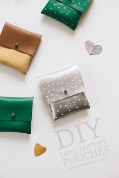 Perfect as handmade gifts, these DIY faux leather pouches are so adorable that you'll want one of each colour for yourself! Diy Projects To Try, Sewing Projects, Craft Projects, Diy Pochette, Do It Yourself Inspiration, Diy Couture, Ideias Diy, Leather Projects, Leather Crafts