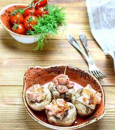 #goodevening friends! do you like to know my #simple #recipe? #tasty #mushrooms filled with #cheese and #bacon, cooked in preheat 180°C oven near 10 minutes. your #dinner is ready! #добрыйвечер! поделюсь любимым рецептом: шампиньонам оторвать ножки, насыпать тертый #сыр в каждую шляпку, добавить копченый #бекон и запекать в разогретой до 180 градусов духовке около 10 минут. быстрый и вкусный #ужин готов! #приятногоаппетита! #onmytable #bon_app #вкусно #люблюготовить #foodie #foodporn…