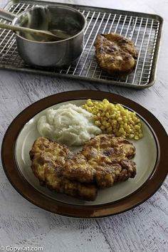 Captured-The best Southern fried chicken that's crispy on the outside and moist on the inside. Learn the secret to Cracker Barrel Sunday Homestyle Chicken and make it at home with this easy copycat recipe. Cracker Barrel Chicken, Cracker Barrel Recipes, Cracker Barrel Homestyle Chicken Recipe, Best Italian Recipes, Favorite Recipes, Turkey Recipes, Chicken Recipes, Dog Recipes, Easy Recipes