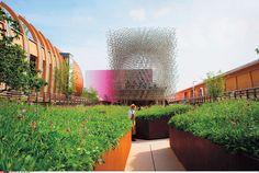 Le pavillon anglais à l'exposition universelle / Milan. Au centre, une sculpture d'Antony Gormley.   © CHAMUSSY/SIPA