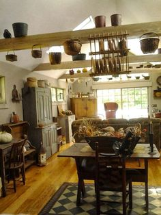 primitive homes decor Primitive Living Room, Primitive Homes, Primitive Kitchen, Primitive Furniture, Country Primitive, Rustic Kitchen, Country Farmhouse, Farmhouse Decor, Primitive Antiques