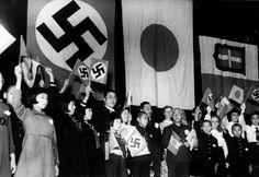 Niños alemanes, italianos y japoneses celebrando la firma del Pacto Tripartito, diciembre de 1940