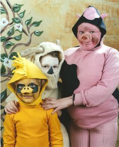 Nothing quite says awkward like families wearing some of the most bizarre Halloween costumes. Halloween Costume Fails, Photo Halloween, First Halloween, Family Halloween, Happy Halloween, Homemade Halloween, Halloween Pictures, Halloween Stuff, Vintage Halloween