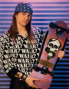 Axl Rose sporting a Mike McGill / Powell-Peralta deck Guns N Roses, Metallica, Rock N Roll, Steven Adler, Old School Skateboards, Vintage Skateboards, Slash, Rock Legends, Celebs