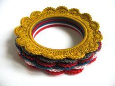 Crochet Photo Frame  XL Yellow van ROEST op Etsy, €7.00 #Crochet #photoframe #photo #frame #etsy #yellow #ochre #XL #ROEST