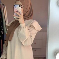 Hijabi Girl, Girl Hijab, Hijab Outfit, Mode Turban, Islamic Girl, Insta Icon, Muslim Girls, Girl Photography Poses, Mode Hijab