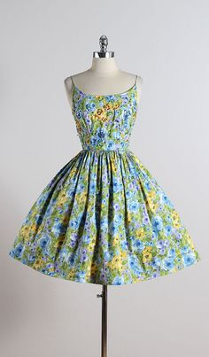 SWEET SHIMMER ➳ vintage 1950s dress * floral print cotton * cotton lining * sparkly sequin bodice accents * metal back zipper condition | excellent fits