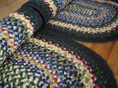 Yarn Braids, Diy Braids, Diy Blankets No Sew, Diy Bed Sheets, Toothbrush Rug, Rag Rug Diy, Braided Wool Rug, Denim Rug, Rag Rug Tutorial