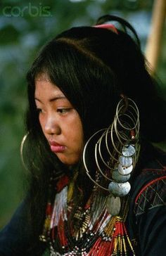 An Ubo woman wears an embroidered dress, hoop earrings, and bead necklaces. We Are The World, People Of The World, Filipino Culture, Filipino Tattoos, Indigenous Tribes, Filipiniana, Mindanao, Asian Hair, World Of Color
