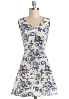 Avid Antiquer Dress. When youre hot on the trail of some vintage vases, youre glad to be wearing this blue and white floral dress!  #modcloth