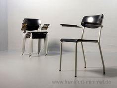 Ferdinand Kramer Eron Stuhl mit Armlehnen schwarz für die Goethe Universitaet Frankfurt 1960er Jahre