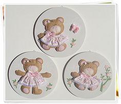 Quadrinhos de ursinhas (para decoração) 3 unidades de quadrinhos de MDF redondos com 26 cm de diametro. R$249,90