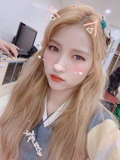 Kpop Girl Groups, Korean Girl Groups, Kpop Girls, Sinb Gfriend, Gfriend Sowon, Rapper, Gfriend Profile, Weekly Idol, Princesses