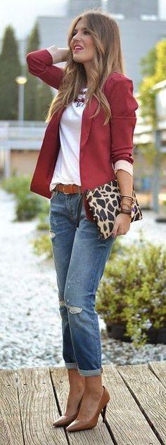 Burgundy Blazer, White Top, Denim Jeans, Animal Print Clutch, Camel Shoes   Mi Aventura Con La Moda