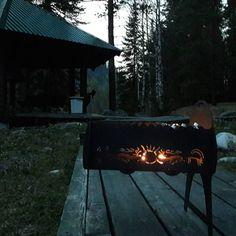 Уютные весенние вечера теперь будут еще более красивыми. Для наших гостей в этом сезоне мы создали ажурные мангалы, надеемся они смогут придать дополнительный акцент к отдыху на Горном Алтае. Приятного Вам вечера!